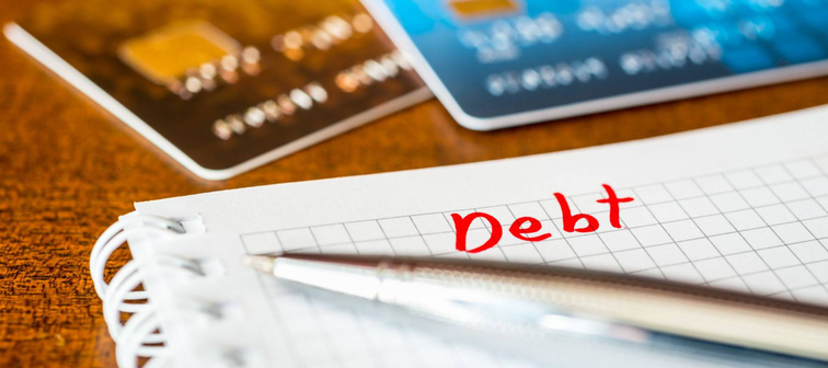 Debt payments, the calculation of the balance, a credit cards on the table